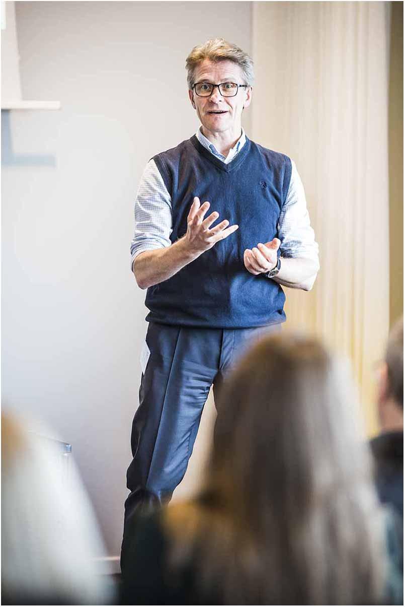 Jeg har som fotograf gennem 25 år dækket mere end 50 konferencer og pressemøder både i Danmark og i udlandet.