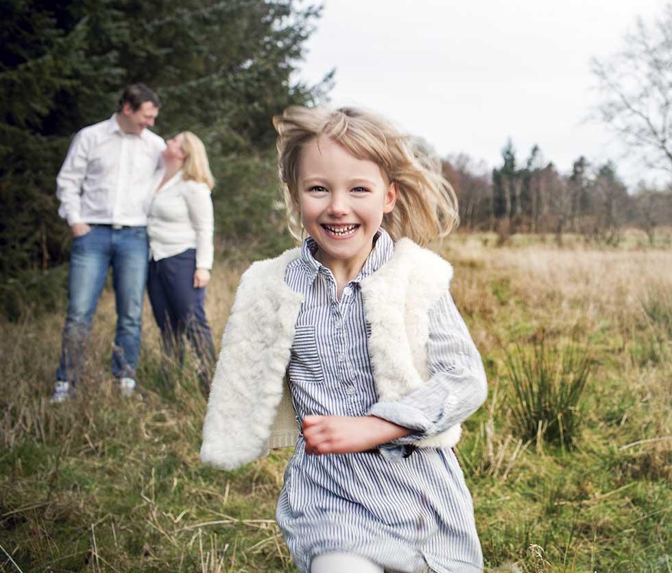 Familie Fotograf i Roskilde. Familiefotografeirng. Flotte Familiebilleder. Fotograf i esbjerg