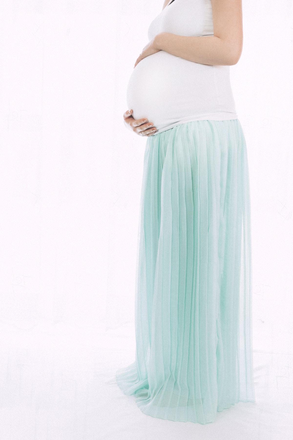 Få foreviget din graviditet Roskilde med et smukt portræt