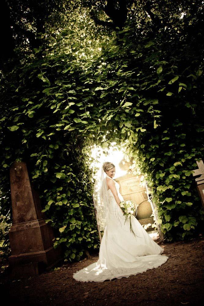 en dygtig bryllupsfotograf i Roskilde