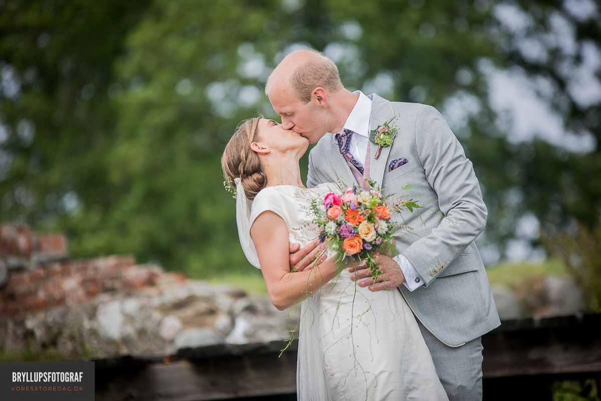Leder du efter en fotograf bryllup? Bryllupsbillederne er et smukt minde og derfor skal man finde den helt rigtige bryllupsfotograf.