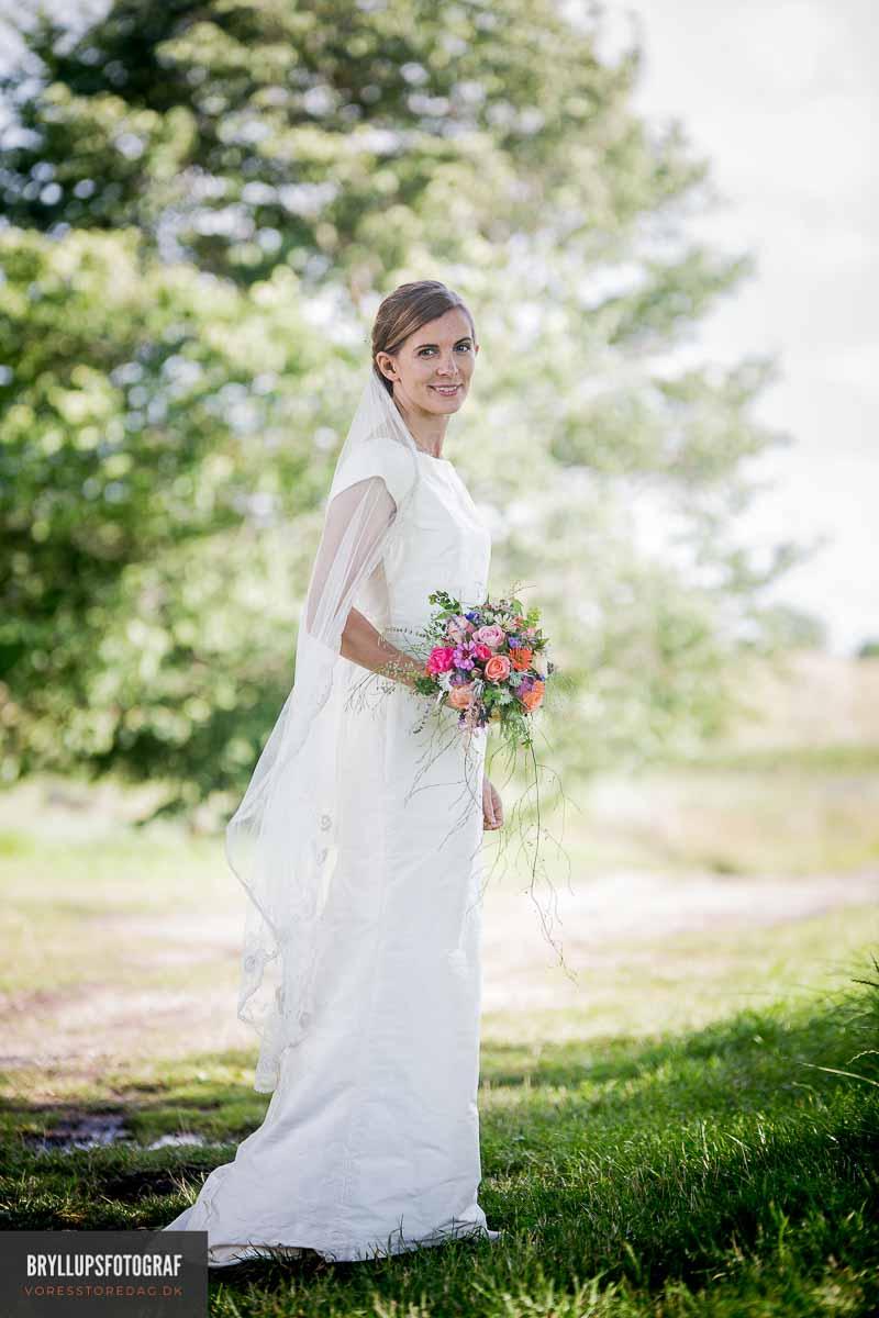 Bryllupsfotograf hele dagen. Fra forberedelse, til kirke og til brudevals.