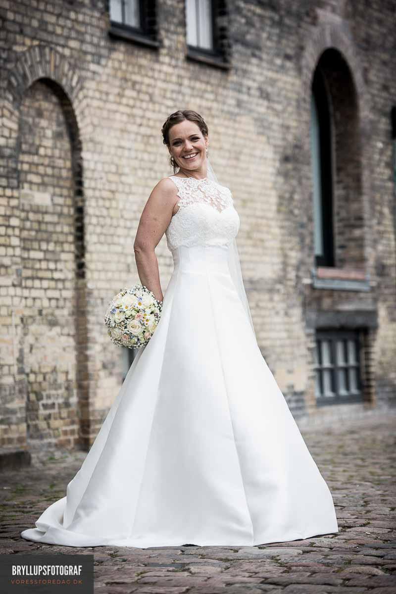 Jeg er reportagefotograf med liv og sjæl og arbejder som bryllupsfotograf på Sjælland.