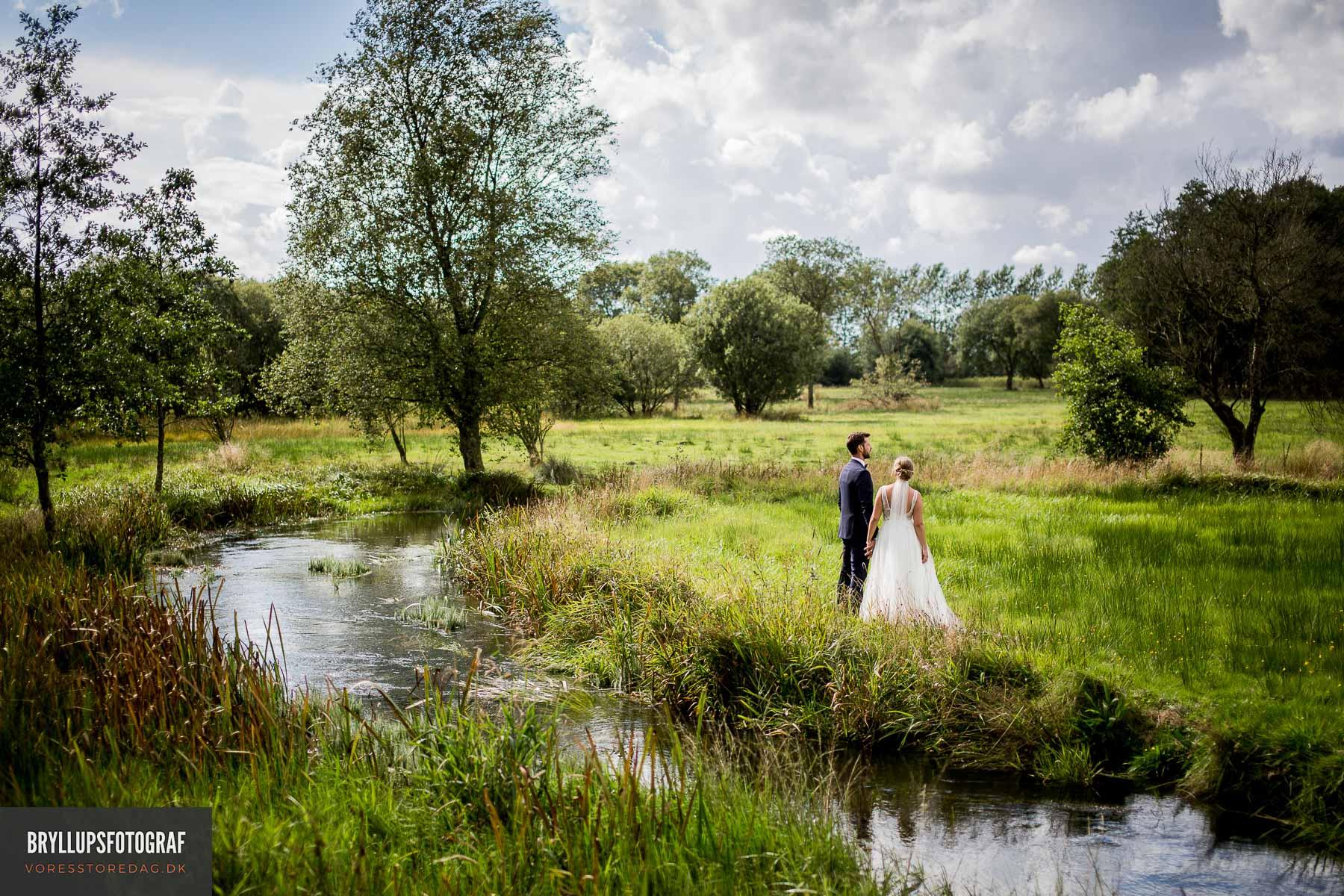Se de førende bryllupsfotografer i København. Book din bryllupsfotograf her og få taget de flotteste bryllupsbilleder fra jeres romantiske bryllup.