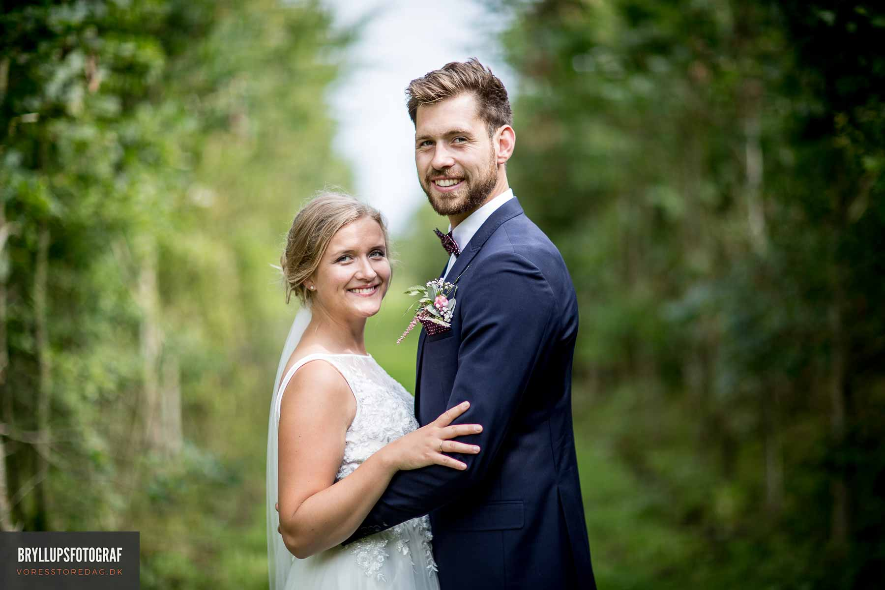 Dygtig bryllupsfotograf i København, jeg er med fra kirken/rådhus til brudevals og bryllupsfesten.